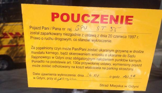 - Żółte kartki są skuteczne - twierdzą strażnicy. - Nieprawda, kierowcy czują dzięki nim, że uniknęli kary - odpowiadają oponenci takiego rozwiązania.