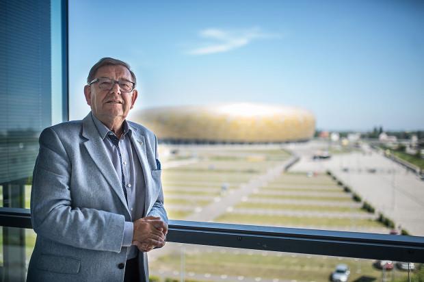 """Ryszard Trykosko i jedno z jego """"dzieci"""", czyli gdański stadion."""
