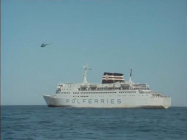 """Prom pasażerski """"Aallotar"""" w pełnej okazałości. Na pokładzie jednostki kręcono sceny odcinka pt. """"Złoty kielich z rubinami""""."""