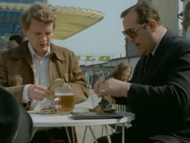 Przez 11 lat pracy nad serialem ekipa telewizyjna odwiedzała Trójmiasto kilka razy. Najchętniej filmowcy wykorzystywali plenery Sopotu oraz gdyńskiego Orłowa. Rzadziej zapuszczali się z kamerą do Gdańska.