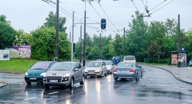 Ruch na skrzyżowaniu jest utrudniony zwłaszcza popołudniami, kiedy mieszkańcy wracają do domów z pracy.
