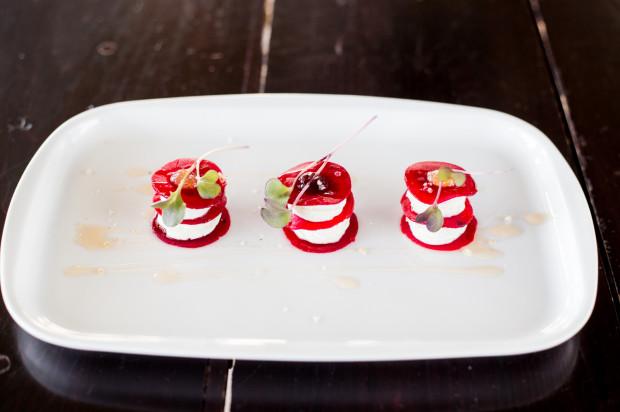Ritz - torcik z płatków pieczonych buraków z kremem z koziego sera