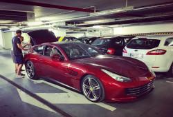 Nowe Ferrari GTC4Lusso w podziemnym parkingu hotelu Sheraton dzień przed przyjazdem kawalkady włoskich aut. Następca modelu FF.