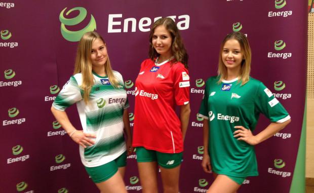 W takich koszulkach od sobotniego meczu z Wisłą występować będą piłkarze Lechii. Logo nowego sponsora głównego, spółki Energa zastąpiło na nich znak firmy ETL.