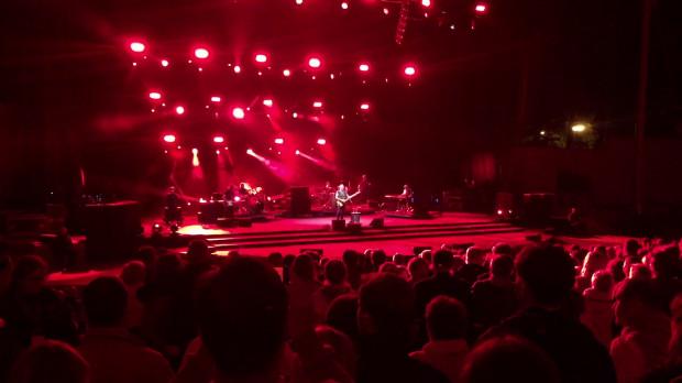 Wtorkowy koncert w Operze Leśnej nie był wyłącznie spotkaniem z wielką gwiazdą rocka, ale i rzadką okazją, aby na żywo posłuchać jednych z najważniejszych piosenek w historii muzyki rozrywkowej.