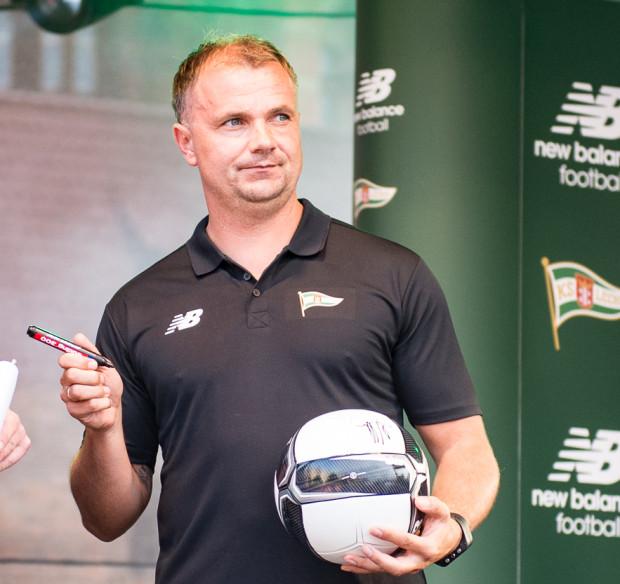 Maciej Kalkowski, z przerwami, w sztabie szkoleniowym ekstraklasowej Lechii jest od lipca 2013 roku, a jesienią 2015 roku wspólnie z Tomaszem Untonem dzielił godność pierwszego trenera.