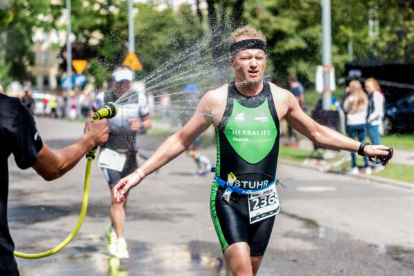 Maciej Stuhr w trakcie Herbalife Ironman 70.3 Gdynia 2016.