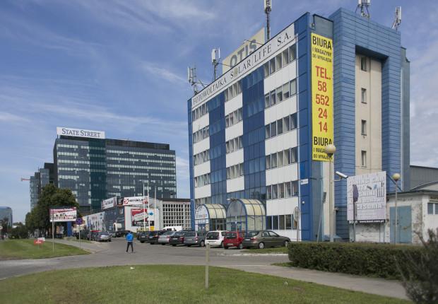 Widoczny na zdjęciu budynek oraz kilka innych obiektów zostaną wyburzone, ponieważ stoją na terenie przy al. Grunwaldzkiej 343 i 345, gdzie w przyszłym roku Skanska Property Poland rozpocznie budowę pierwszego z dwóch biurowców.