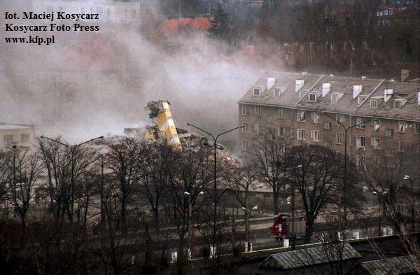 Wieżowiec przy ul. Wojska Polskiego 39 przetrwał wybuch gazu z 17 kwietnia 1995 r, ale został w kontrolowany sposób wysadzony dzień później, gdyż groził zawaleniem.