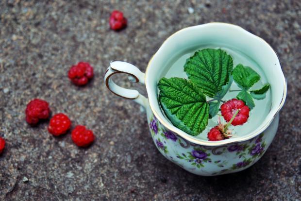 W lecznictwie wykorzystuje się także napar z kwiatów, owoców lub liści malin.