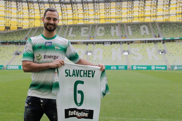 Simeon Sławczew w wieku 20 lat trafił z Liteksu Łowicz do Sportingu Lizbona, ale w Portugalii nie zrobił kariery. Winą za to obarcza kontuzje. Teraz w pełni sił, zamierza dowieść swoich umiejętności w Lechii.