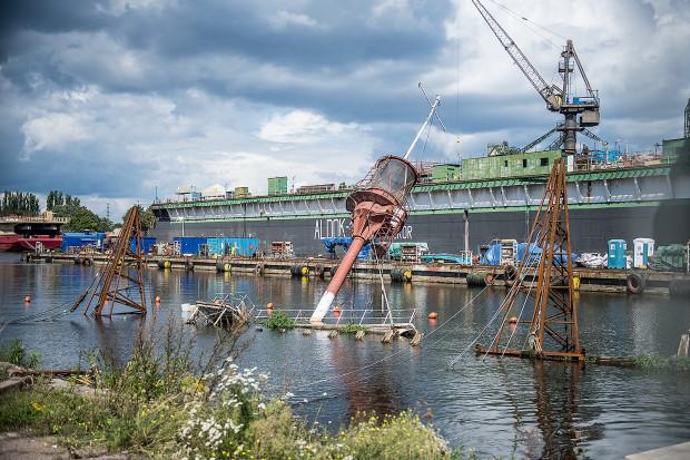 Latarniowiec zalega w basenie Stoczni Gdańskiej od listopada 2009 roku.