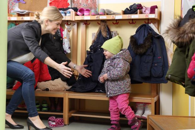 Pracownicy przedszkoli często żartują, że zamiast organizować zajęcia adaptacyjne dla dzieci powinno się je robić dla rodziców, bo to oni stresują się najbardziej.