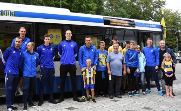 Piłkarze Arki promowali sobotni mecz z Zagłębiem Lubin.