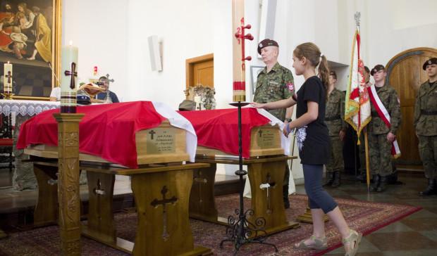 Do godz. 22 w sobotę w Kaplicy Królewskiej trwało czuwanie przy trumnach ze szczątkami Inki i Zagończyka. Uroczystości pogrzebowe rozpoczną się w niedzielę o godz. 13.