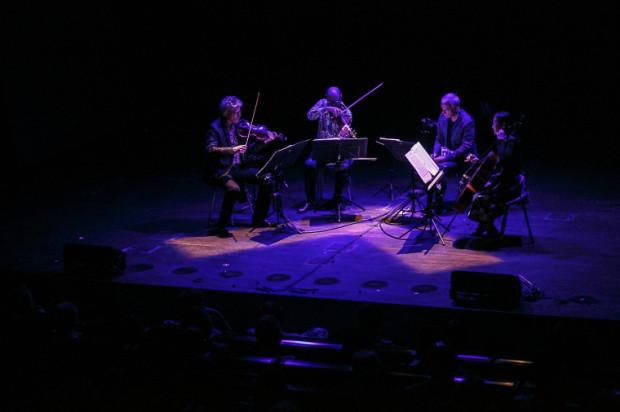 Na zakończenie koncertu muzycy dostali od widowni owacje na stojąco.