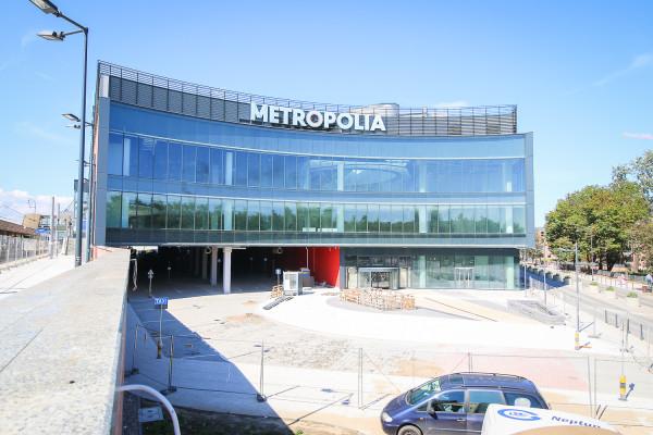 Plac i wejście do centrum handlowego od strony ul. Wajdeloty/Kilińskiego.