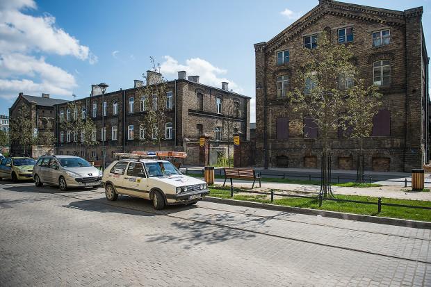 Budynki dawnej Królewskiej Fabryki Karabinów aż proszą się o rewitalizację. Jest szansa, że jedno skrzydło (z prawej strony) w końcu odzyska dawny blask.