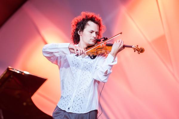 """W piątek 30 września """"Cztery pory roku"""" Antonia Vivaldiego wykona w Filharmonii Bałtyckiej Mariusz Patyra - jeden z najwybitniejszych polskich skrzypków."""