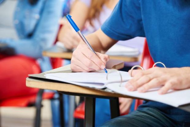 Zapowiadane zmiany w oświacie niepokoją nie tylko dyrektorów i nauczycieli trójmiejskich szkół, ale też rodziców, którzy z niecierpliwością czekają na szczegółowe informacje.
