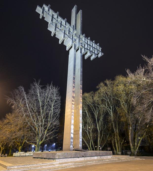 Pomnik Ofiar Grudnia 1970 w Gdyni autorstwa prof. Ryszarda Semki.