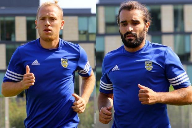 Portugalczyk Jose Coehlo (z prawej) jako junior zwrócił na siebie uwagę: FC Porto, Benfiki Lizbona i Interu Mediolan. Jednak wiosną grał jedynie w Bahrajnie. Dominik Hofbauer (z lewej) wrócił do Gdyni po miesięcznej przerwie.