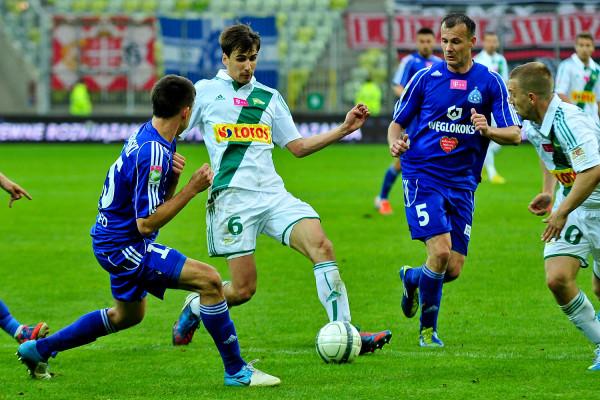 Marek Zieńczuk (nr 5) to kolejny wychowanek Lechii Gdańsk, który otrzymał pracę w klubie. Jest tam zatrudniony także m.in. Jarosław Bieniuk (nr 6).