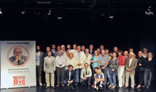 Społeczny Komitet Budowy Pomnika Władysława Bartoszewskiego 13 września powiększył się o kilkadziesiąt osób, które odpowiedziały na zaproszenie i zgodziły się być ambasadorami tej idei (na zdjęciu).