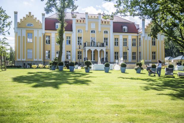 Dworek w Orłowie zmienił się w baśniowy hotel z pięknym ogrodem.