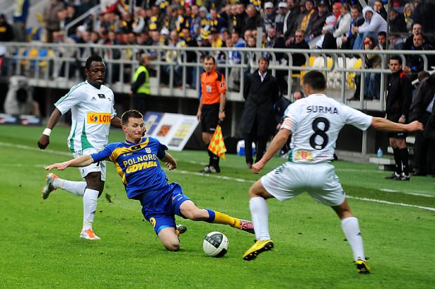 Poprzednie derby Trójmiasta odbyły się ponad 5 lat temu w Gdyni. Miroslav Bożek (w środku) znów będzie miał okazję zagrać przeciwko Lechii, choć w międzyczasie opuścił Arkę.