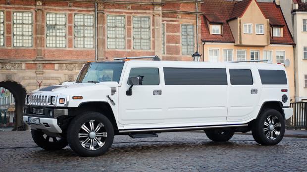 Wynajem limuzyny na wieczory panieńskie można nazwać standardem. Panie chętnie wybierają tę opcję transportu. Koszt godziny to ok. 500 zł.