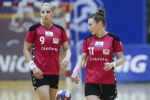 Karolina Siódmiak (nr 9) oraz Karolina Kalska poprowadziły AZS Łączpol AWFiS Gdańsk do trzeciego zwycięstwa w PGNiG Superlidze Kobiet.