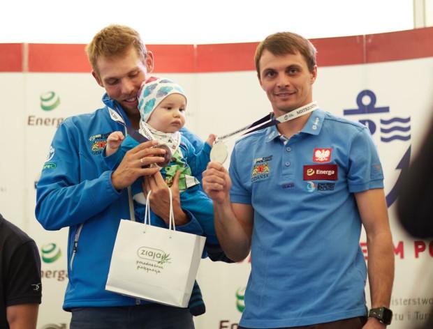 Łukasz Przybytek (z prawej) i Paweł Kołodziński po raz kolejny na najwyższym stopniu podium mistrzostw Polski seniorów.