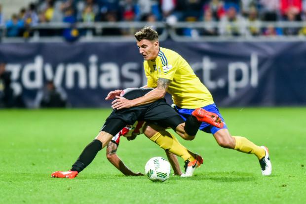 W dwóch ostatnich meczach w ekstraklasie piłkarze Arki nie stracili gola. Damian Zbozień (na zdjęciu) podkreśla, że to nie jest tylko wynik walki podjętej na boisku, ale także myślenia i realizacji założeń taktycznych.