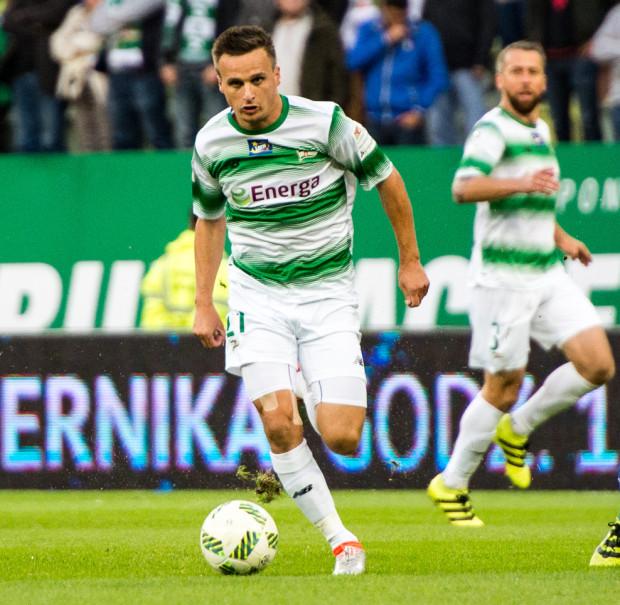 Sławomir Peszko otrzymał powołania na mecze z Danią i Armenią. Drugi przedstawiciel Lechii Gdańsk na Euro 2016 - Jakub Wawrzyniak (w tle) - został po raz drugi pominięty przez selekcjonera.