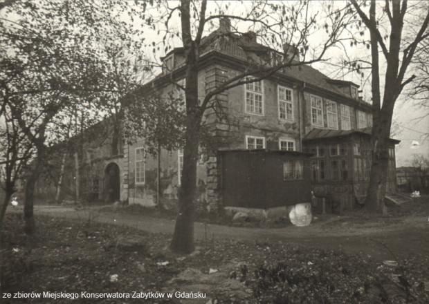 Tak Dwór Olszynka wyglądał w 1982 r.