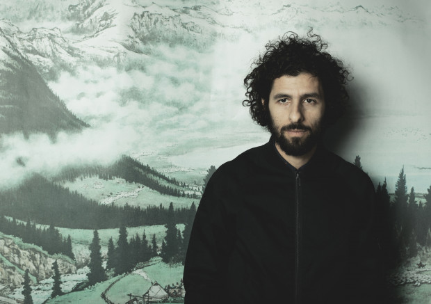 José González urodził się w 1978 roku w Szwecji. Jest kompozytorem, wokalistą i autorem tekstów.