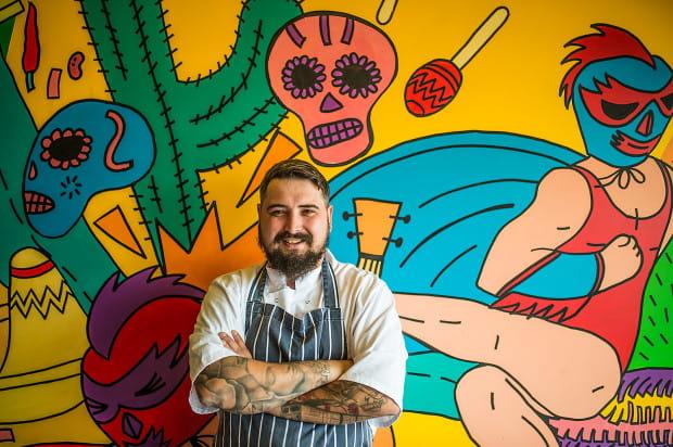 Suavemente na Zaspie prowadzi Sławek Gutowski, kucharz z wieloletnim doświadczeniem, między innymi w restauracjach z gwiazdkami Michelin.
