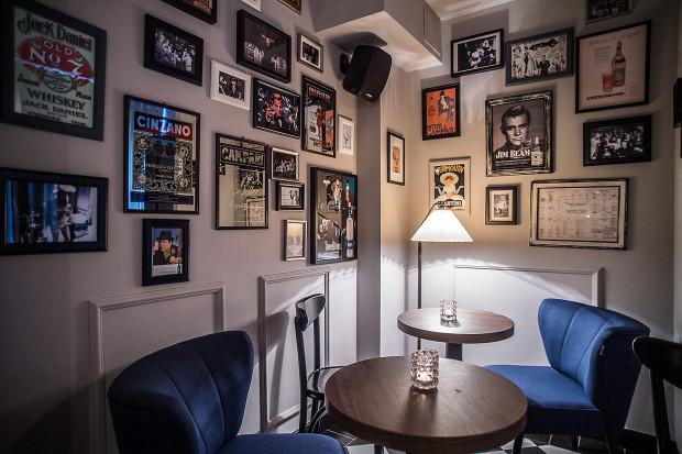 Craft Cocktails to koktajl-bar urządzony w klimacie barów z czasów prohobicji.