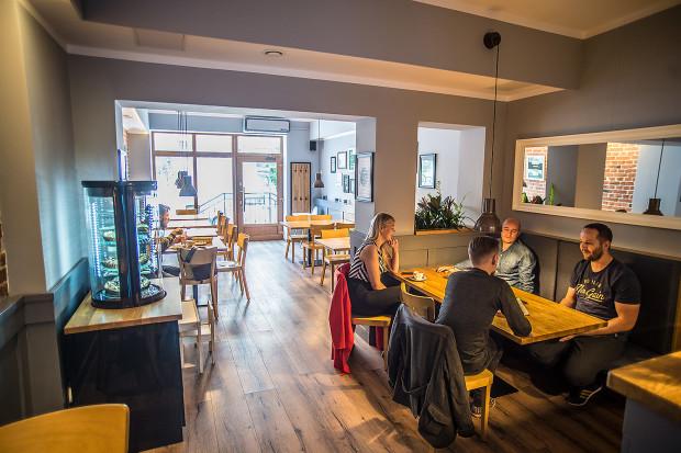W karcie Motto Bistro Cafe znajdziemy przede wszystkim dania śniadaniowe i lunchowe.