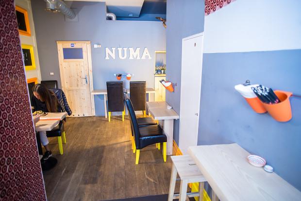 Numa Numa to bar z japońskimi makaronami i sushi.