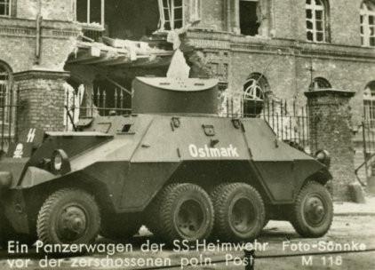 Steyr ADGZ, jeden z trzech niemieckich pojazdów pancernych biorących udział w szturmach na Pocztę Polską w Gdańsku. ADGZ użytkowane przez SS Heimwehr Danzig pochodziły z pierwszej partii 38 pojazdów, wyprodukowanych w 1938 roku. Pojazdy te brały udział także w aneksji Czechosłowacji dokonanej przez III Rzeszę.