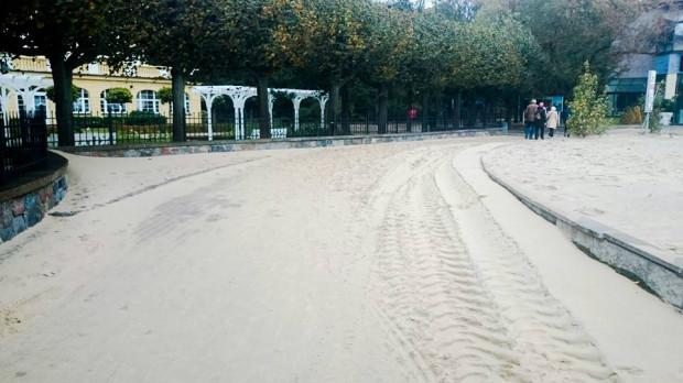 Plaża przy Grand Hotelu w Sopocie.