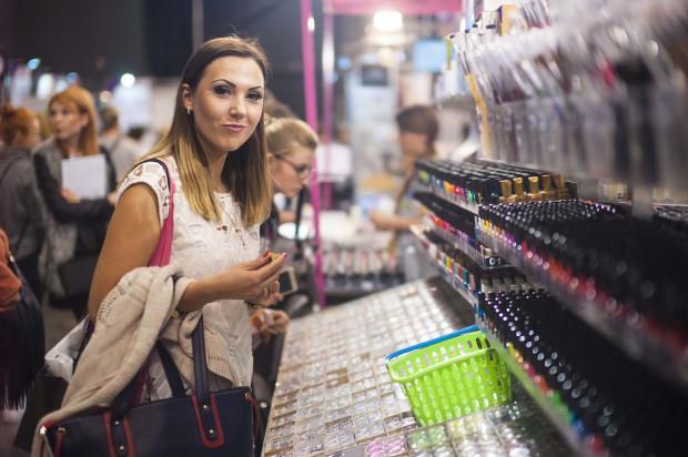 Targi Uroda to znakomita okazja, żeby zapoznać się z najnowszymi trendami, a także przetestować i kupić profesjonalne produkty. Wielu zwiedzających chętnie korzystało z tej możliwości.