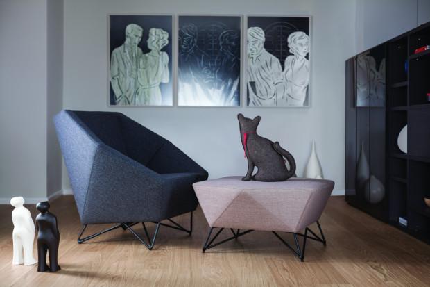 Złożona forma geometryczna - fotel 3angle marki Prostoria (Tila.pl).