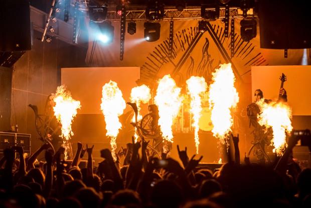 Scena w płomieniach