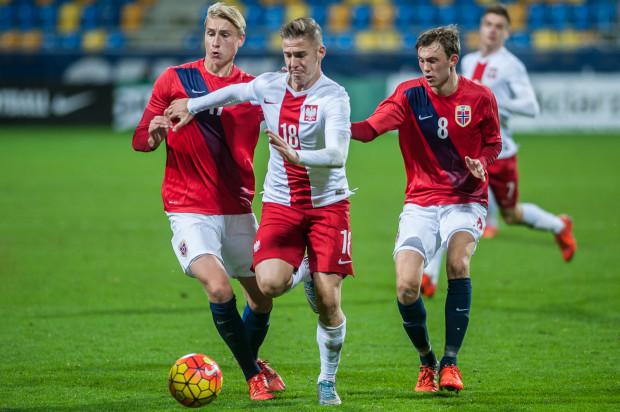 11 miesięcy temu Martin Kobylański po raz ostatni zagrał w podstawowym składzie młodzieżowej reprezentacji Polski. Pomocnik nie przebił się w tym roku w Lechii Gdańsk i swojej szansy na ponowne zaistnienie w poważnej piłce nożnej szuka poprzez zmianę pozycji.
