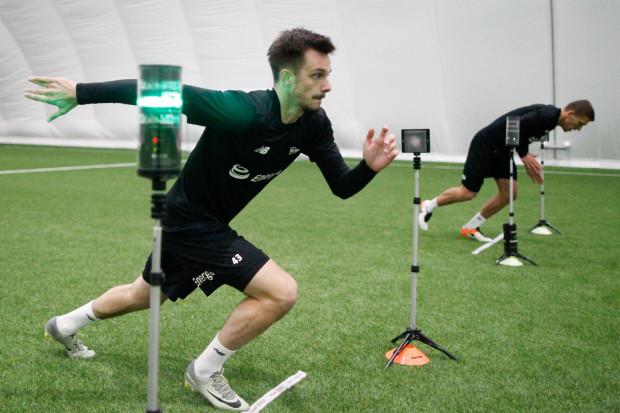 Denis Perger (na zdjęciu) przekonuje, że szybkość to jedne z jego największych atutów. Lewy obrońca z powodzeniem może grać na skrzydle, a taka uniwersalność jest dużym atutem dla piłkarzy rywalizujących o miejsce w składzie Lechii prowadzonej przez Piotra Nowaka.