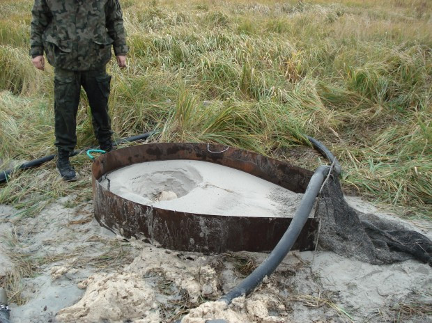 Bursztynniarze wydobywają surowiec głównie metodą hydrauliczną, która niszczy środowisko.