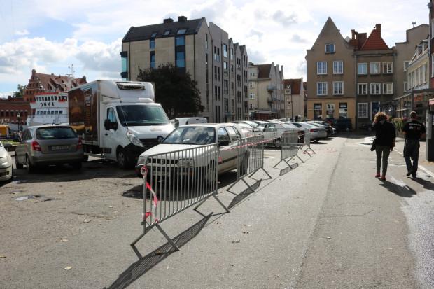 Targ Rybny od lat służy za parking. Jest jednak szansa, że auta zjadą pod ziemię - to jedna z lokalizacji, gdzie może powstać podziemny parking.